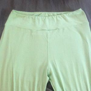 Beautiful mint green leggings!